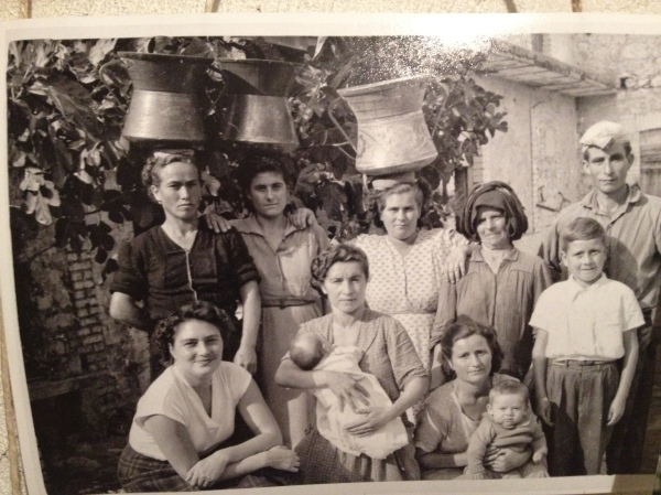 "Women from the mountains Abruzzo with the traditional ""conga.""   My own grandmother used to walk miles with a conga on her head to transport water from the river,"