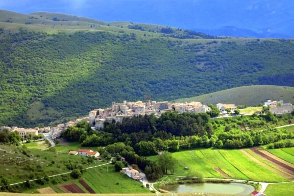 The village of Santo Stefano di Sessanio, host to Let's Blog Abruzzo